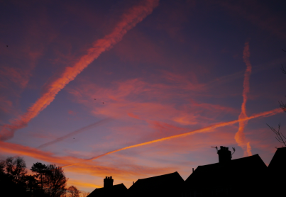 contrails over Reigate 08-01-2013