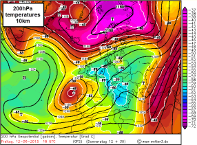 200hPa cold pool aloft